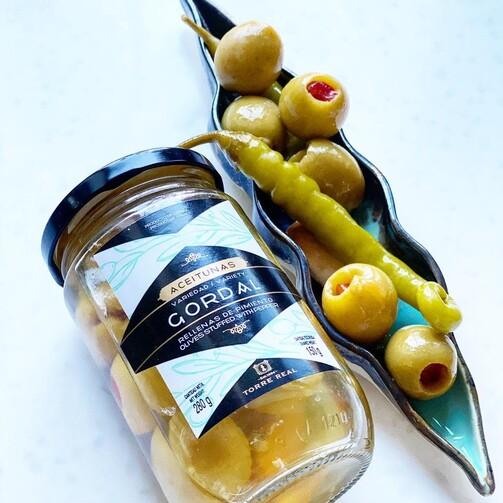 Оливки Гордал без косточки в оливковом маринаде с чесноком и острым перцем