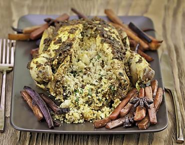 Жареные цыплята с начинкой из кускуса и пряная морковь с бадьяном