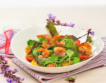 Салат из руколы с королевскими креветками и заправкой с бальзамико